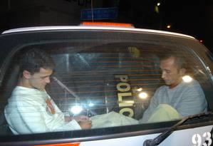 Chegada dos irmãos Cravinhos à delegacia, após julgamento, em 2006 Foto: Werther Santana / Diário de S.Paulo/Agência O Globo (18/07/2006)