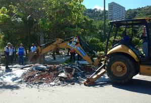 Maquinário da prefeitura demoliu parte concretada do parque Foto: Divulgação/Superintendência da Zona Sul