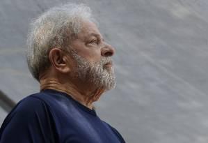 O ex-presidente Lula discursa no Sindicato dos Metalúrgicos, em São Bernardo do Campo Foto: Andre Penner/AP/07-04-2018