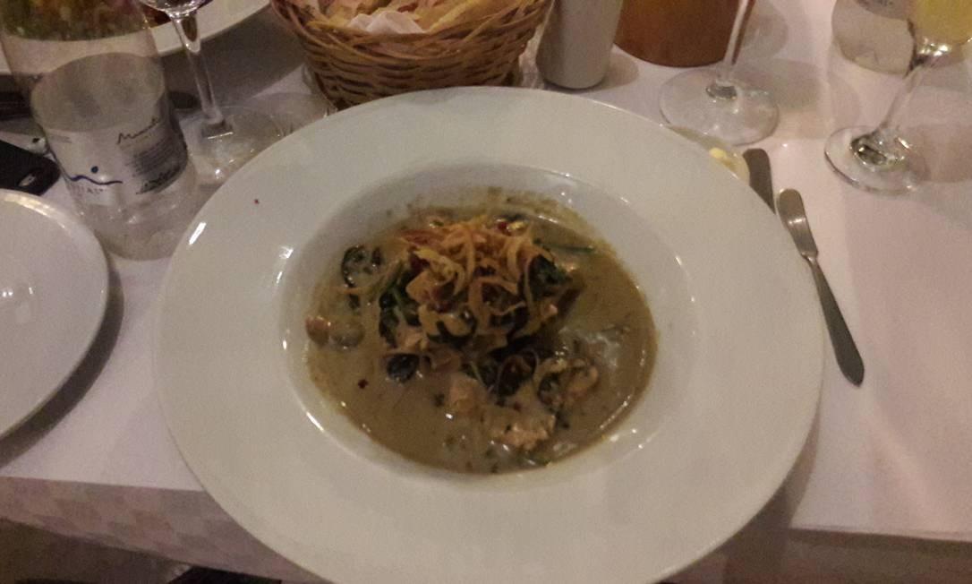 Fusão francesa. Frango, legumes e o típico arroz de coco no Café San Pedro Foto: Pollyanna Brêtas