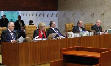 Os ministros Edson Fachin, Rosa Weber, Dias Toffolí, Gilmar Mendes e Celso de Mello Foto: Ailton de Freitas / Agência O Globo