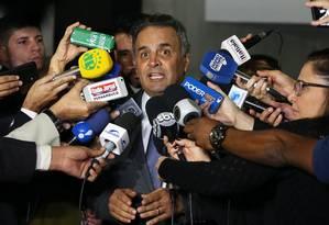 O senador Aécio Neves (PSDB-MG), durante entrevista Foto: Givaldo Barbosa/Agência O Globo/17-04-2018