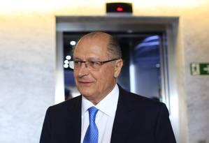 Alckmin em coletiva de imprensa depois de ter falado para um grupo de investidores Foto: Edilson Dantas / Agência O Globo