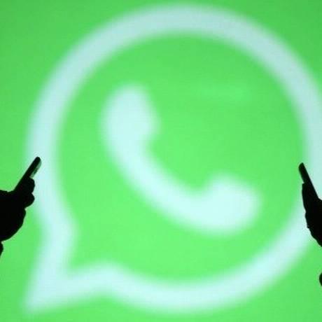 Usuários de WhatsApp: a cada compartilhamento, aplicativos são instalados, e hackers ganham dinheiro Foto: Reuters