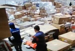 Cena do roubo milionário no terminal de cargas do Galeão Foto: Reprodução