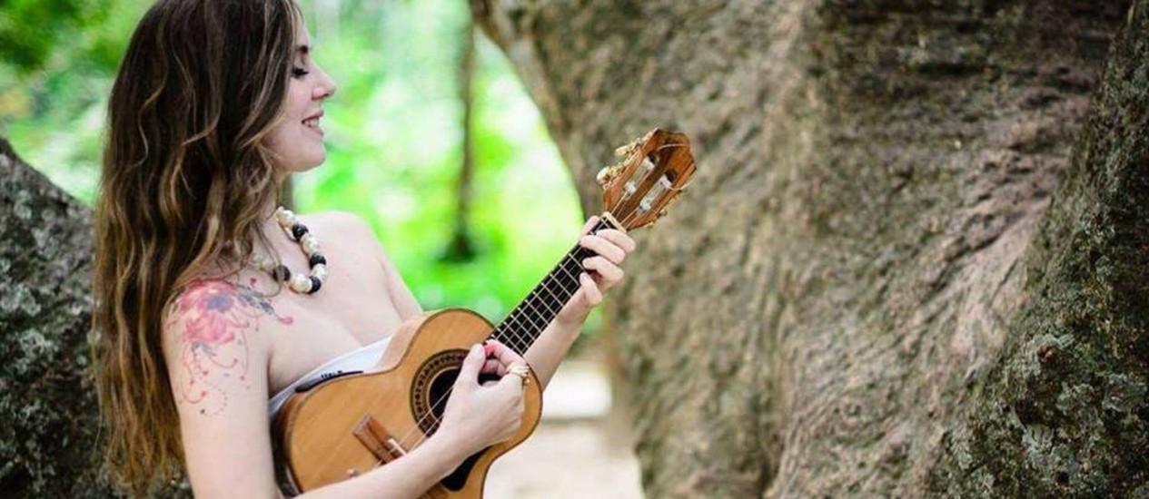 Beta Nistra toca no Festejos Cariocas, domingo, na quermesse montada no Beco das Sardinhas Foto: Divulgação/Cris Vicente Fotografia