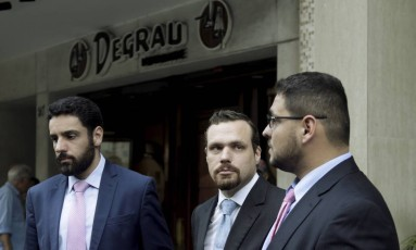 Rodrigo Assef, Paulo Pereira Filho e Antonio Carlos Marques Fernandes, os três advogados de Damião Amaral de Carvalho Foto: Gabriel de Paiva / Agência O Globo