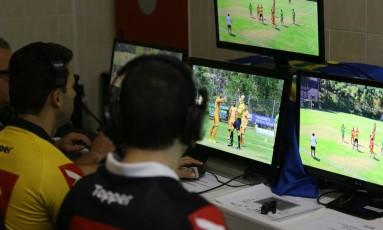 CBF vai inserir árbitro de vídeo a partir das quartas de final da Copa do Brasil Foto: Marcos Paulo Rebelo / Marcos Paulo Rebelo