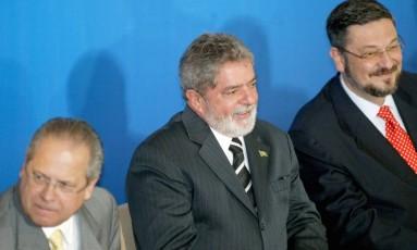 José Dirceu, Lula e Antonio Palocci, em junho de 2005 Foto: Gustavo Miranda / Agência O Globo / 15-6-05