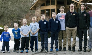 Irmãos Schwandt: Brandon, de 18 anos, e o recém nascido não estão na foto Foto: Casey Sykes / AP