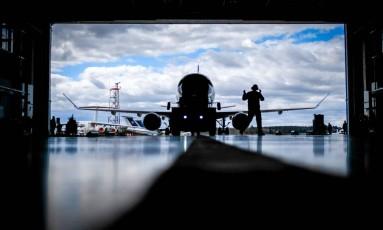 Está acertado que as áreas da aviação executiva e a defesa ficarão fora da venda Foto: MAXIM MALINOVSKY / AFP