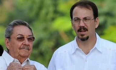 Raúl Castro com o filho, Alejandro Foto: La Nación/GDA