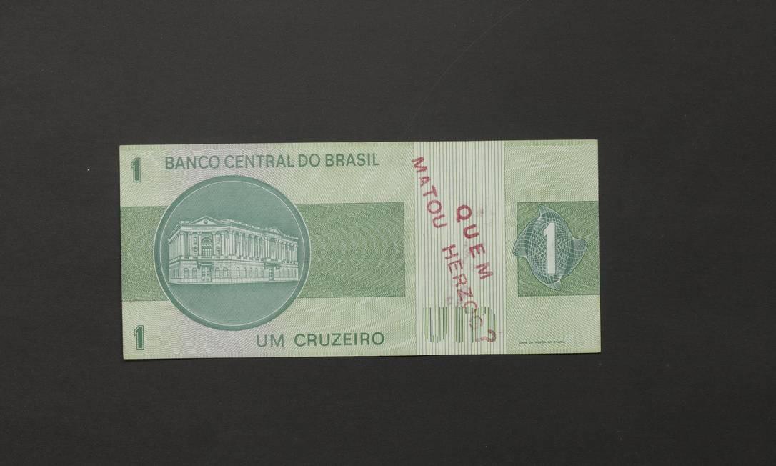 1970: Cédula de 'Inserções em circuitos ideologicos' Foto: Pat Kilgore/Divulgação