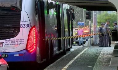 Assalto a ônibus deixa três mortos e quatro feridos em SP Foto: Reprodução/TV Globo