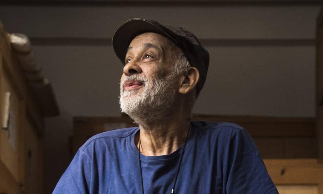 Cildo Meireles: artista foi entrevistado em seu ateliê por críticos e artistas, a pedido do GLOBO Foto: Ana Branco/Agência O Globo