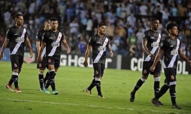 Jogadores deixam o gramado cabisbaixos: Vasco leva 4 a 0 do Racing Foto: JAVIER GONZALEZ TOLEDO / AFP