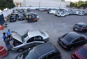 Depósito de veículos: carros apreendidos podem ser liberados sem o pagamento do IPVA Foto: Fernando Quevedo - 09/01/2015 / Agência O Globo