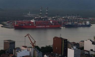 Principal porto do país, o Porto de Santos é o centro de denúncias contra o presidente Michel Temer Foto: Marcos Alves / Agência O Globo (08/06/2017)