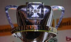 A taça da Copa do Brasil: campeão levará R$ 50 milhões Foto: CBF/Divulgação