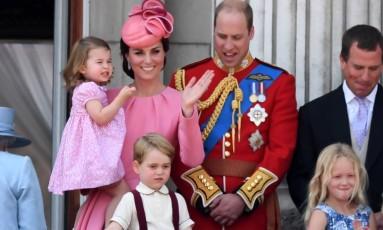 Kate Middleton e príncipe William com os filhos George e Charlotte Foto: CHRIS J RATCLIFFE / AFP