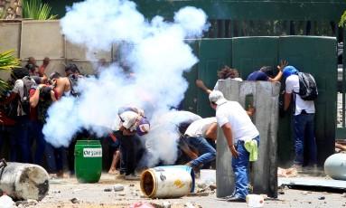 Combates entre manifestantes e a polícia foram intensos na Nicarágua Foto: OSWALDO RIVAS / REUTERS