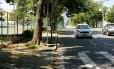 NI - Rio de Janeiro, RJ. 04/04/2018. RESTAURAvávÉO DE CALváADAS EM CAMBOINHAS - No fim do ano passaod, a Justivßa determinou que a prefeitura notificasse os moradores do bairro de Camboinhnhas acerca da necessidade de restauravßv£o de suas calvßadas, uma vez que muitas nv£o sv£o adequasdas para a passagem de idosos e deficientes fv?sicos. Fotografia: Brenno Carvalho / Agvncia o Globo; Foto: Brenno Carvalho / Agência O Globo