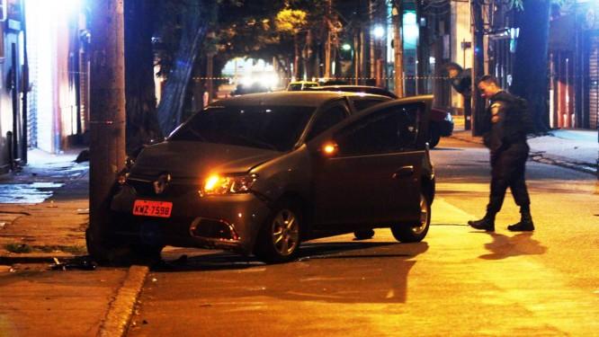 Carro roubado perto da Rua da Passagem pelo Bando 086510612914b