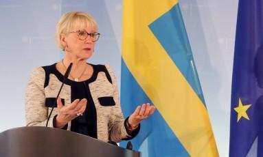 Margot Wallstrom, ministra das Relações Exteriores da Suécia, cumprimentou o líder norte-coreano Kim Jong Un pela decisão de encerrar os testes nucleares Foto: WOLFGANG KUMM / AFP