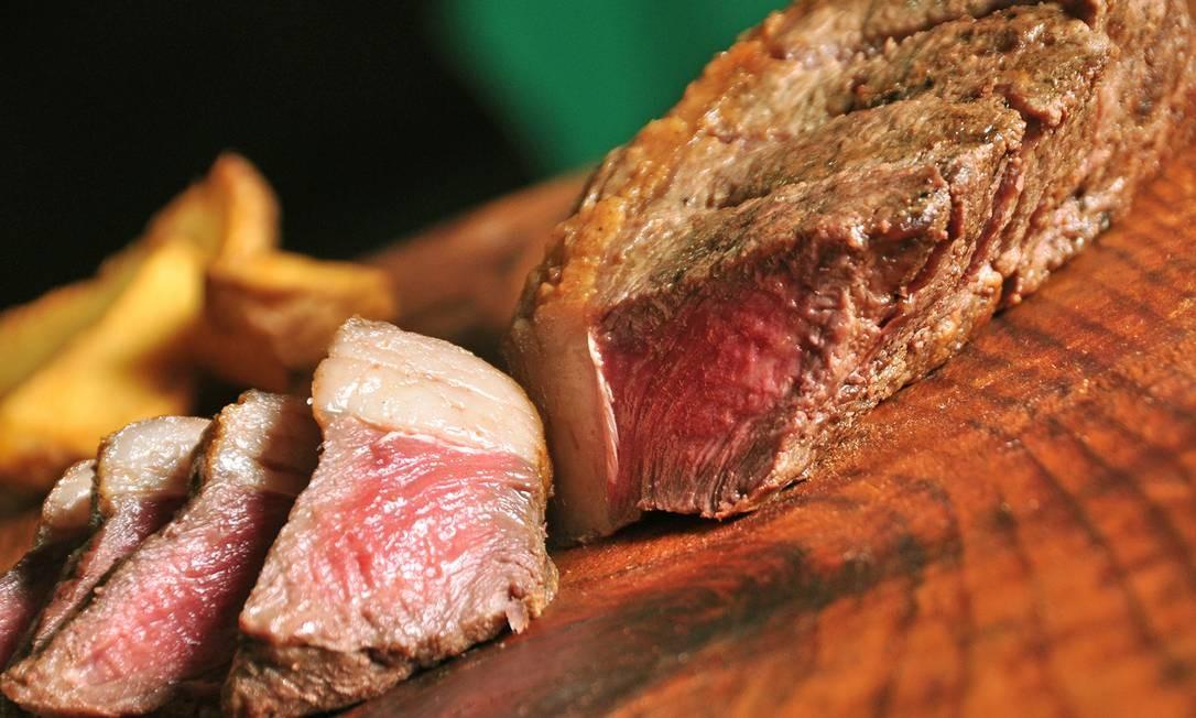Zinho Bier: Na casa em Benfica, um dos destaques é o steak de picanha (R$63), com 330g de picanha maturada, preparada no sal grosso, e vem de um tipo de corte italiano, chamado corte picatta. Rua São Luis Gonzaga 2.330/2.334, Benfica (3890-1704). Divulgação/Rio Art Com
