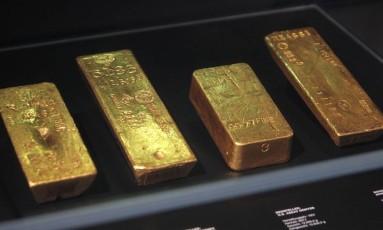 """Foto de arquivo tirada em 10 de abril de 2018 mostra barras de ouro na exposição """"Gold, Treasures at the Deutsche Bundesbank"""", no Museu do Dinheiro do Deutsche Bundesbank, em Frankfurt Foto: DANIEL ROLAND / AFP"""