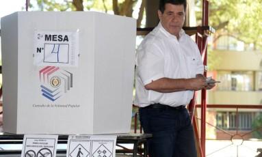 O atual presidente do Paraguai, Horacio Cartes, votou em Assunção neste domingo Foto: DANIEL DUARTE / AFP