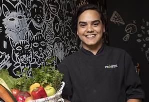 Santos está há cinco meses no restaurante Foto: Agência O Globo / Bárbara Lopes