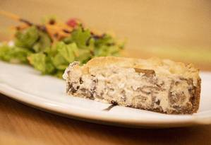 Quiche de cogumelos também leva tofu branco no recheio Foto: Agência O Globo / Agência O Globo