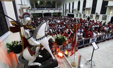 Missa de Alvorada de São Jorge na Igreja de Quintino Foto: Paulo Nicolella / Agência O Globo
