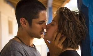 A paixão entre Maria (Alice Wegman) e Hermano (Gabriel Leone) Foto: Divulgação/TV Globo/Estevam Avellar