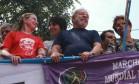 Gleisi e Dilma com Lula durante ato público Foto: Terceiro / Agência O Globo