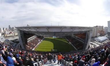 Visão de dentro da polêmica arquibancada que fica fora do estádio em Ecaterimburgo Foto: Sergei Karpukhin / Reuters