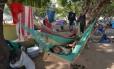 Refugiados venezuelanos acampados em praça no centro de Boa Vista, em Roraima. Temor das autoridades é que migração faça os casos de malária aumentarem nas Américas como um todo Foto: Jader Souza / Agência O Globo