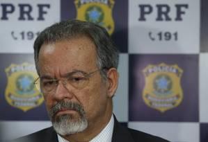 O ministro da Segurança, Raul Jungmann, durante entrevista Foto: Pedro Teixeira/Agência O Globo/16-04-2018