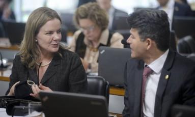 Os senadores Gleisi Hoffmann (PT-PR) e José Medeiros(PSD-MT) Foto: Pedro França/Agência Senado/08-06-2016