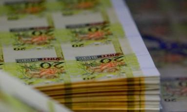 Fabricação de notas de 10 e 20 reais na Casa da Moeda Foto: Pedro Kirilos/Agência O Globo/24-07-2012
