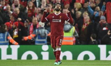 Salah comemora um dos gols na vitória do Liverpool sobre a Roma, pela Liga dos Campeões Foto: OLI SCARFF / OLI SCARFF/AFP