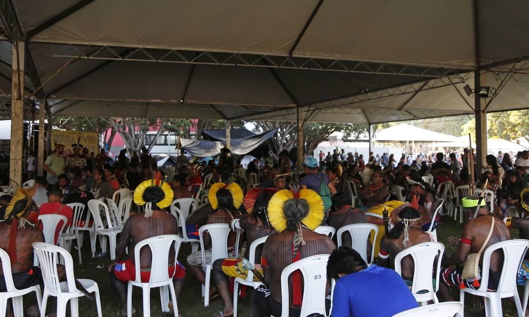 As tendas estão armadas no gramado do Memorial dos Povos Indígenas, em Brasília Foto: Michel Filho / Agência O Globo