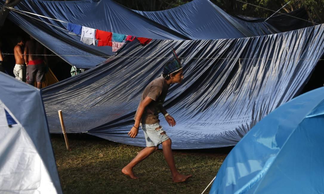 Várias etnias indígenas acamparam no entorno do Museu do Índio em Brasília Michel Filho / Agência O Globo