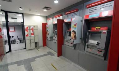 Agência do Banco Santander no Centro do Rio. Foto: Paulo Nicolella / Agência O Globo