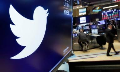 Logomarca do Twitter em tela de terminal na Bolsa de Nova York. Foto: Richard Drew/AP