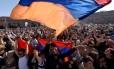 Apoiadores da oposição protestam em Erevan Foto: VANO SHLAMOV / AFP