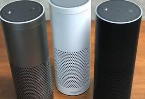 Alto-falante controlado por voz Echo Dot, que contém também a assistente digital Alexa, é a mais nova promessa de lançamento da Amazon, que mira em um público cada vez mais jovem Foto: Divulgação