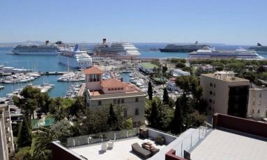 Ilha. Palma de Maiorca, na Espanha, acabou com aluguel de temporada no centro da cidade Foto: ENRIQUE CALVO / ENRIQUE CALVO/REUTERS