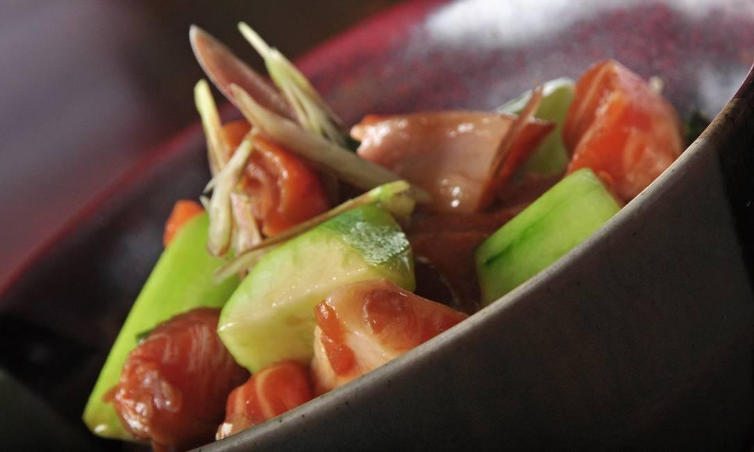 Azumi: o novo Zuke don (R$ 28), prato comum nos almoços dos japoneses, traz o peixe marinado com toppings variados como ervas, servido sobre o arroz em um pequeno bowl. Rua Ministro Viveiros de Castro 127, Copacabana (2541-4294). Foto: Divulgação/Rio Art Com